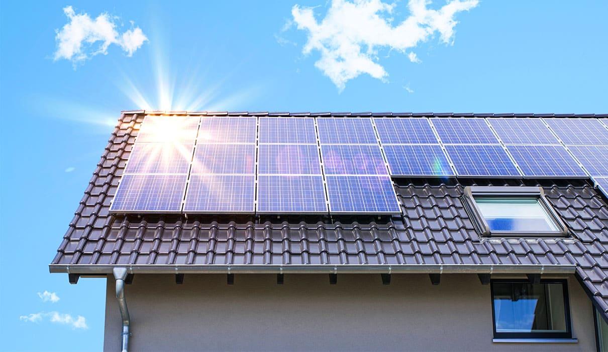 屋根に搭載する太陽光 (ソーラーパネル) 発電システム